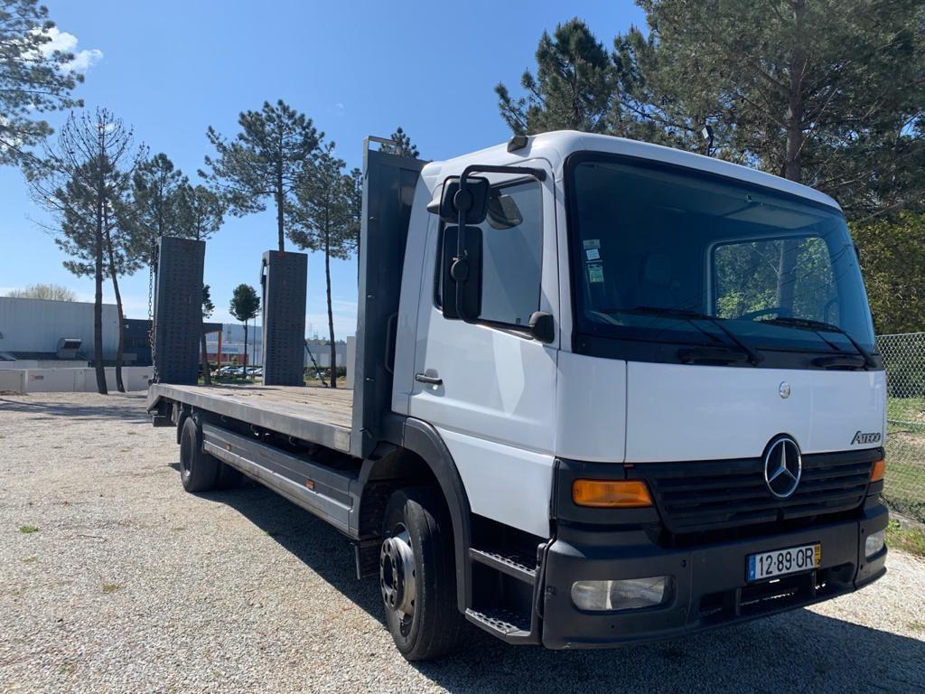 Camião Mercedes Atego