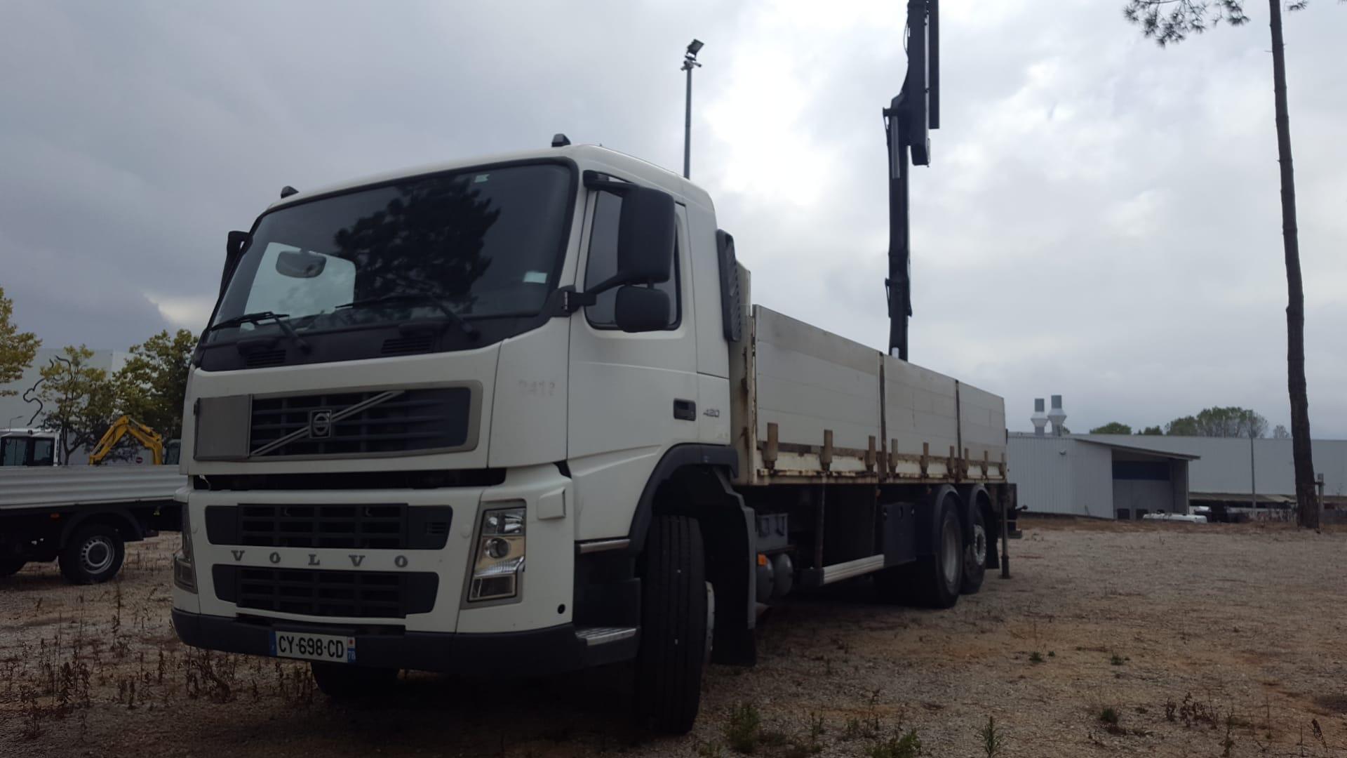 Camião Volvo FM420 caixa aberta c/ grua Palfinger PK1502